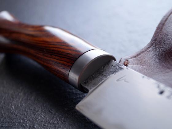 Jagdmesser aus San Mai und Cocobolo mit Lederscheide