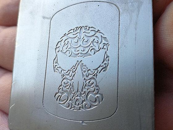 titan skull ätzung 1